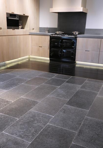 Natuursteen Wandtegels Keuken : Keukenvloer van natuursteen – Norvold natuursteen