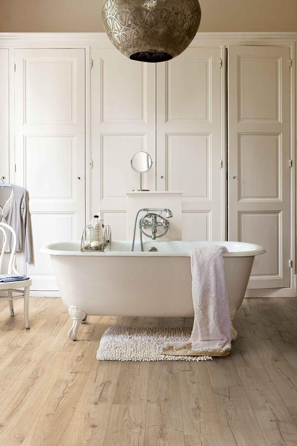 Warme houtlook badkamervloer met Quick?Step? laminaat  Nieuws