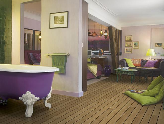 ... Lagune van QuickStep loopt naadloos door tussen slaapkamer en badkamer