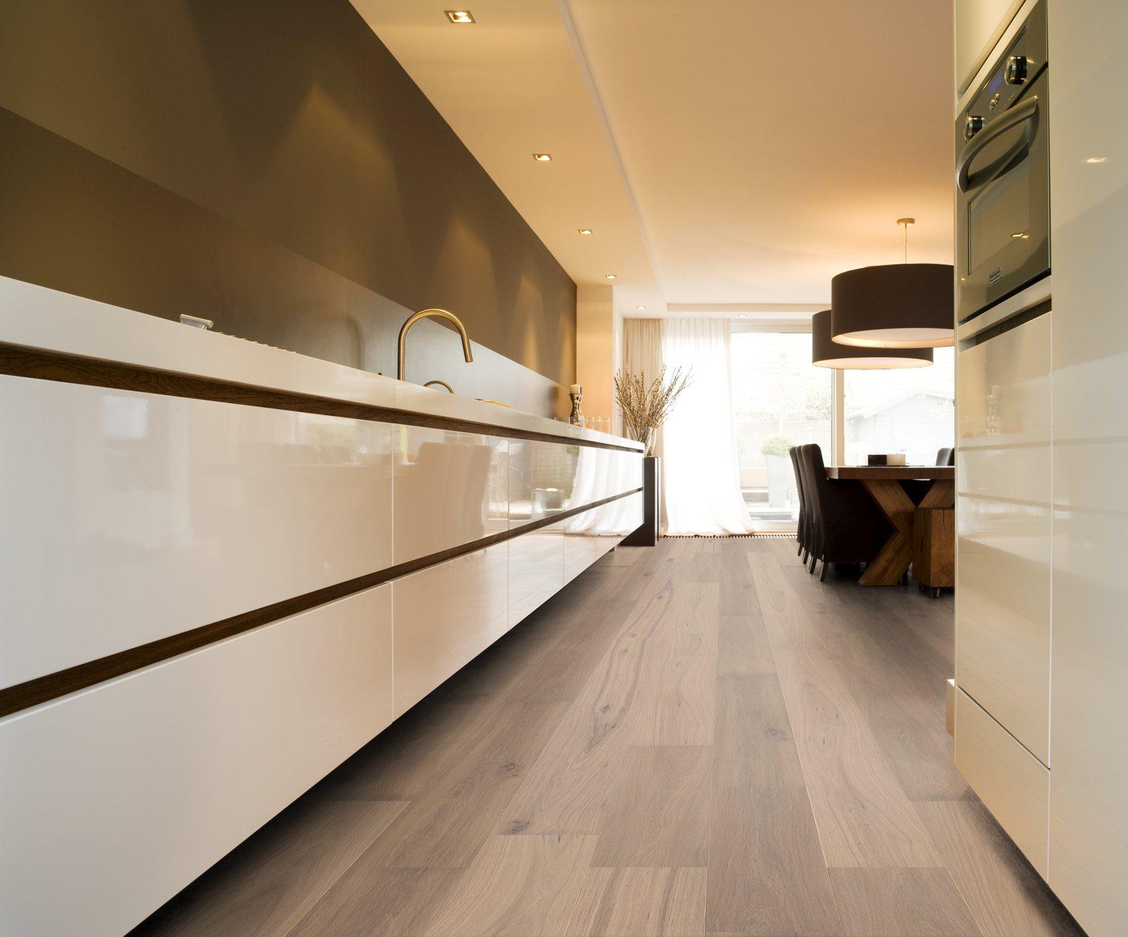 Witte Keuken Houten Vloer : Een houten vloer in de keuken – Nieuws Startpagina voor keuken idee?n