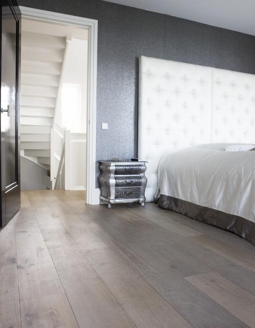 Witte Keuken Houten Vloer : Verouderde frans eiken vloer in sfeervolle slaapkamer. Vloer Vincent