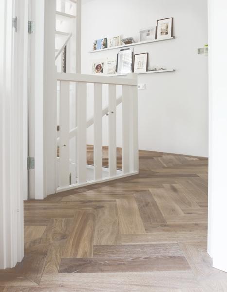 De houten visgraat vloer in hedendaags jasje nieuws startpagina voor vloerbedekking idee n - Houten vloer hal bad ...