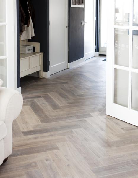 witte slaapkamer vloer : Slaapkamer stringkast witte hanglamp witte ...