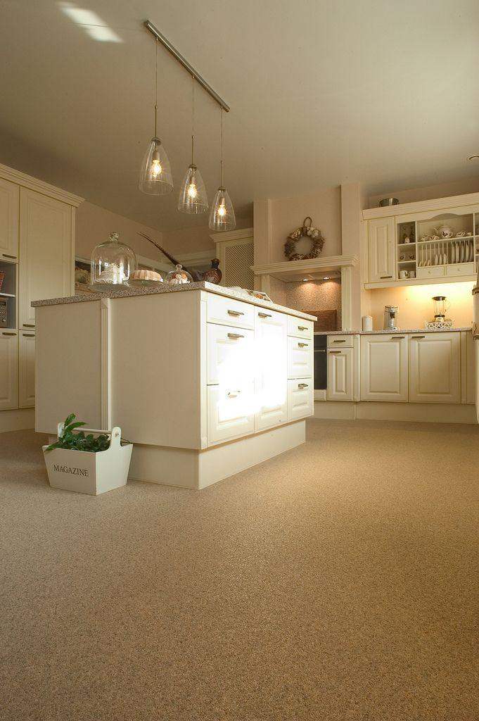 Landelijke keuken met naadloze vloer Unica Marmerstone