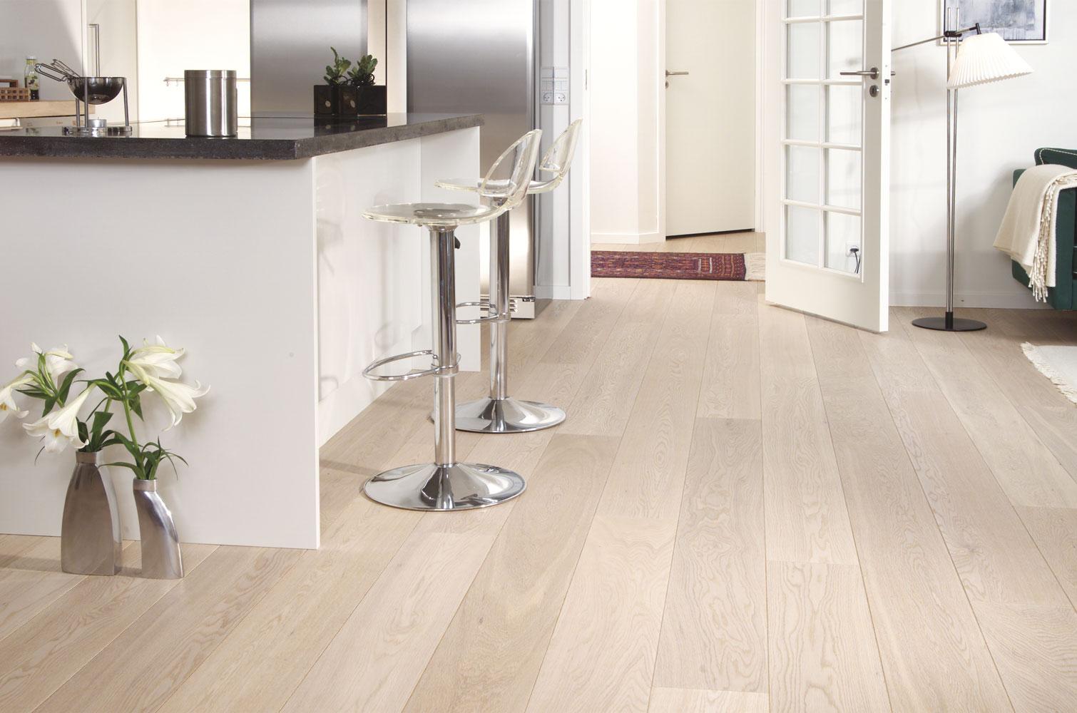Houten vloer behandeld met WOCA oil #wittevloer #houtenvloer #interieur