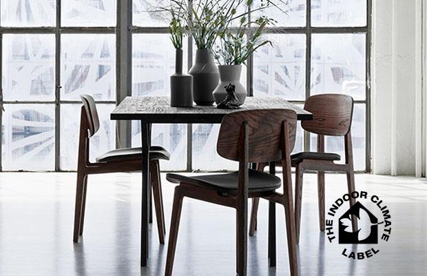 De WOCA olie en lak voor de houten vloer hebben een natuurlijke uitstraling en zijn voorzien van het Deense 'green indoor air quality' label. #houtenvloer #onderhoud #woca