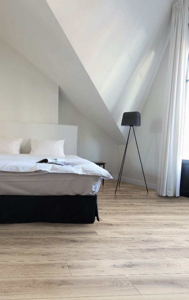 Laminaat met houtlook. Vloer in slaapkamer via Your Floor
