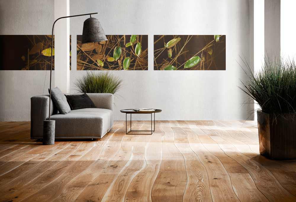 Houten vloer met planken die de natuurlijke lijn van de bomen volgen - unieke houten vloeren van Bolefloor