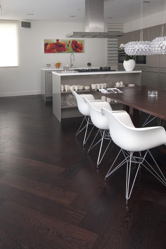 Apothekerskast Keuken Zelf Maken : Donkere Keuken Lichte Vloer : Een houten vloer in de keuken Nieuws