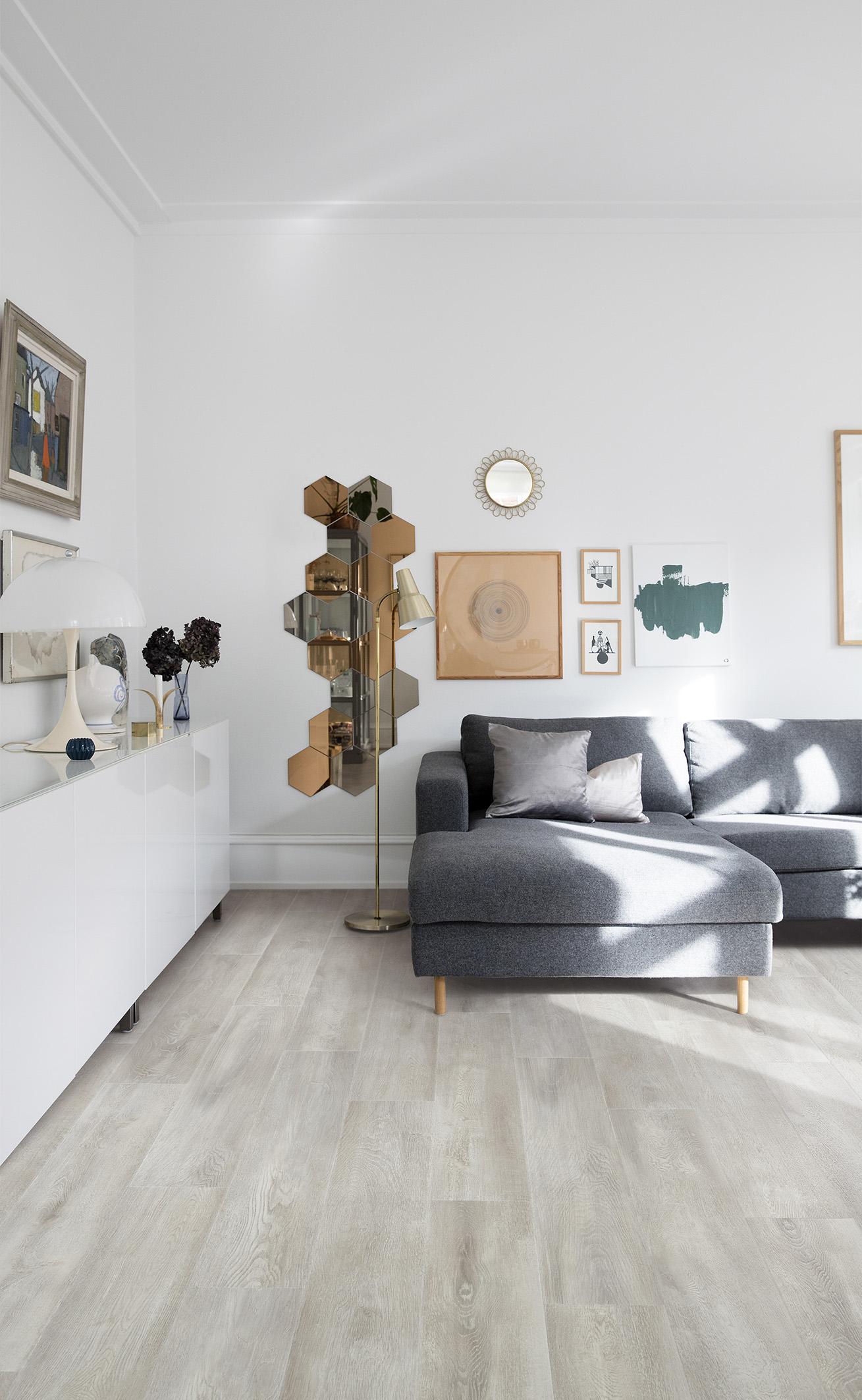PVC vloer Santa Cruz Oak van Moduleo heeft de uitstraling van een houten plankenvloer met een vintage look #moduleo #pvc #pvcvloer #vloerentrends #vloeren #houtlook #interieur