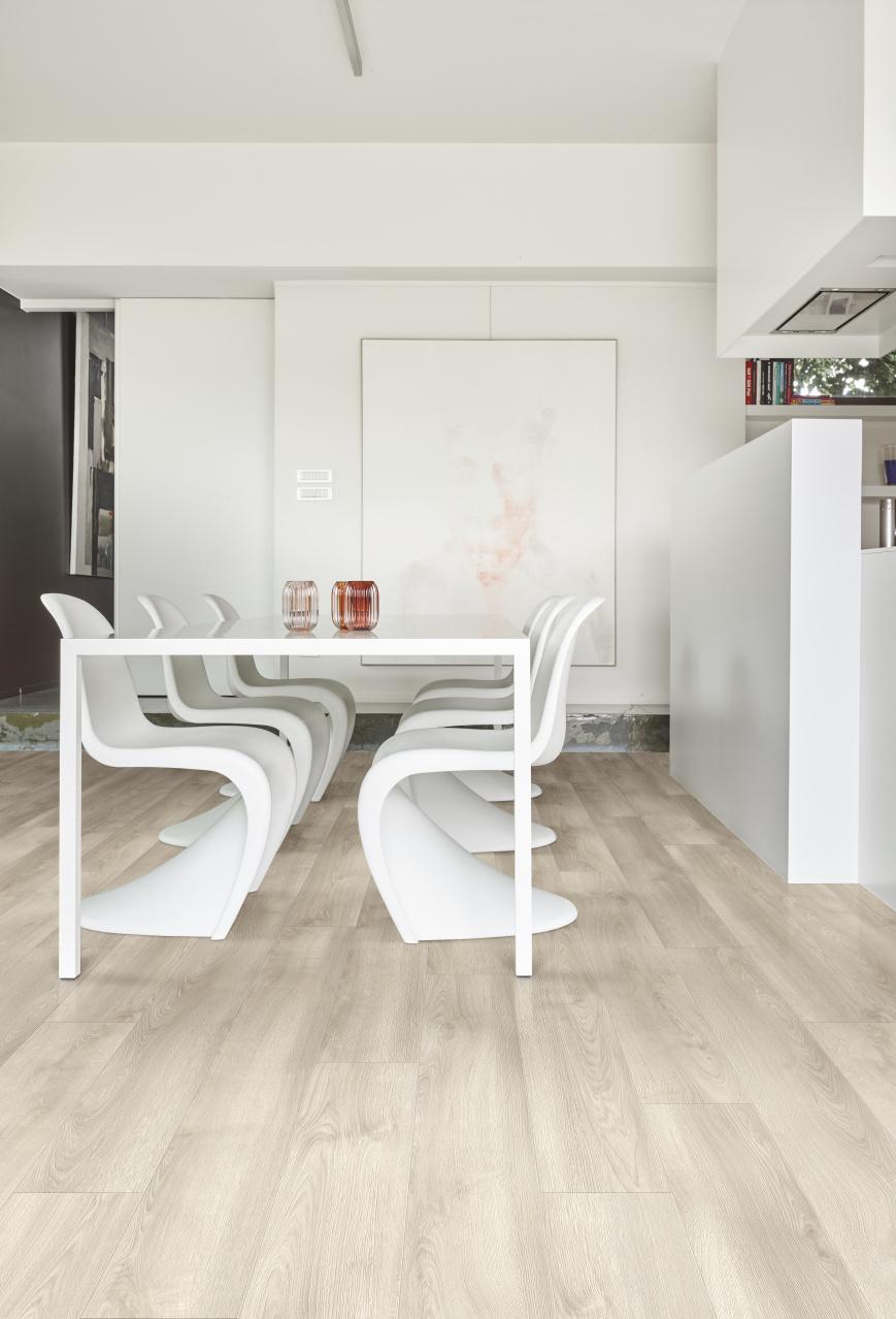 PVC vloer in eetkamer #pvcvloer #moduleo #pvc #houtlook