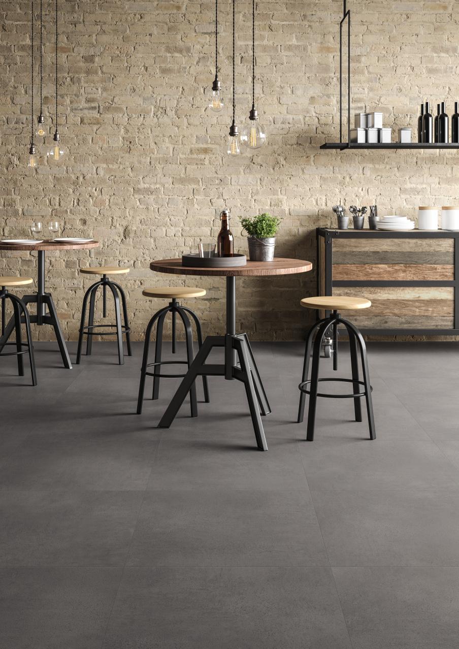 Keuken met PVC vloer met beton dessin. Onderhoudsvriendelijke en slijtvaste vloeren met natuurlijke steen look. De nieuwste dessins van Moduleo Transform tegels #keuken #keukeninspiratie #keukenidee #interieurinspiratie #vloer #pvc #pvcvloer #beton #keukenvloer #moduleo