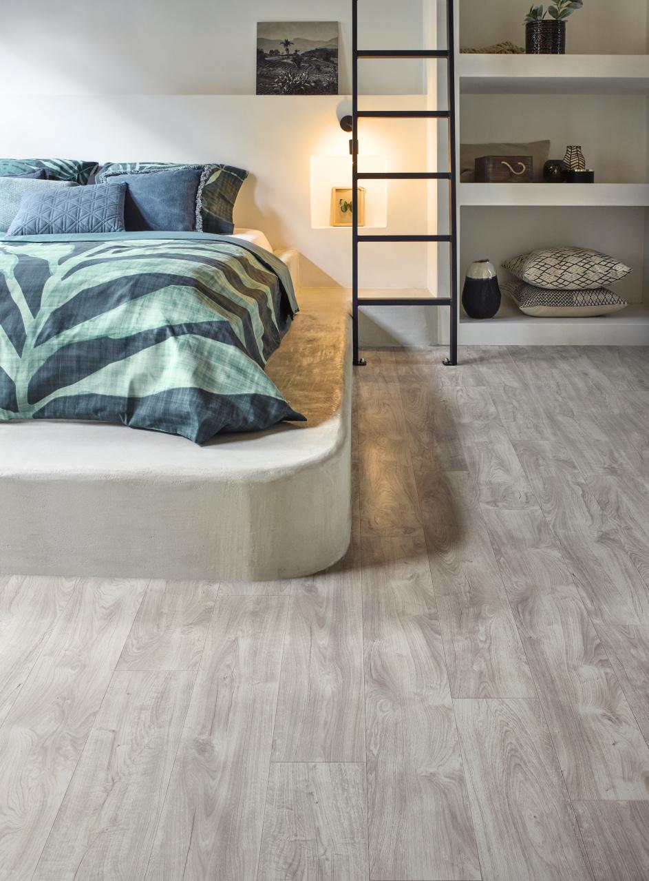 Slaapkamer met PVC vloer houten planken met eiken dessin uit de Transform collectie van Moduleo #slaapkamer #vloer #pvc #pvcvloer #interieur #interieurinspiratie #moduleo