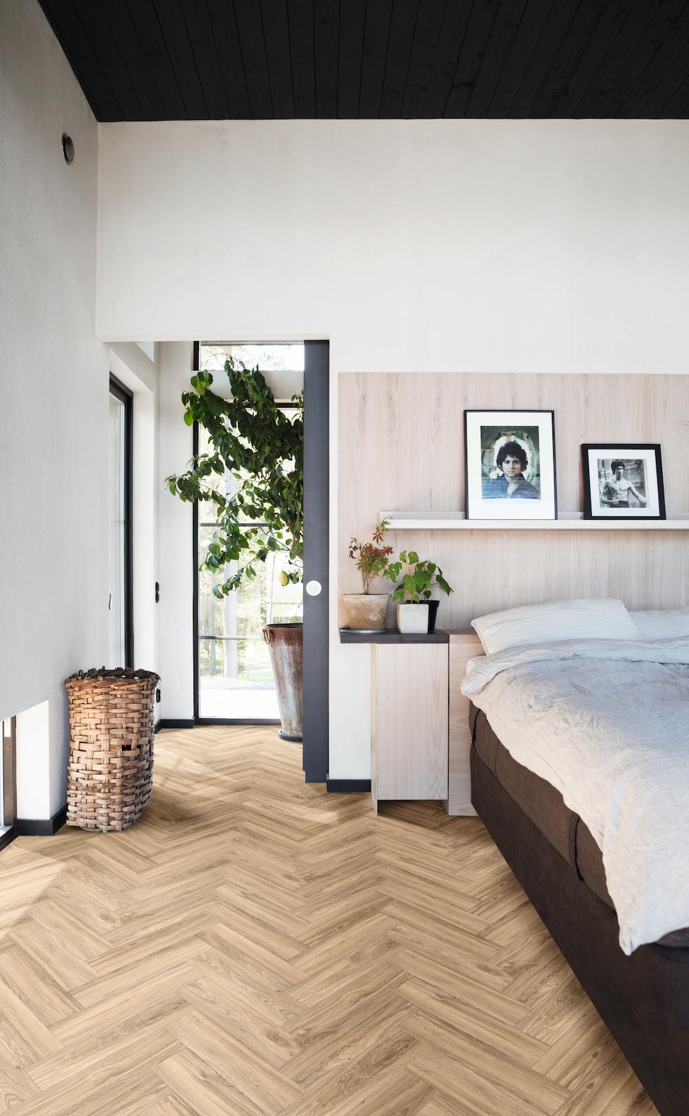 Slaapkamer met visgraat vloer #slaapkamer #inspiratie #vloer #moduleo