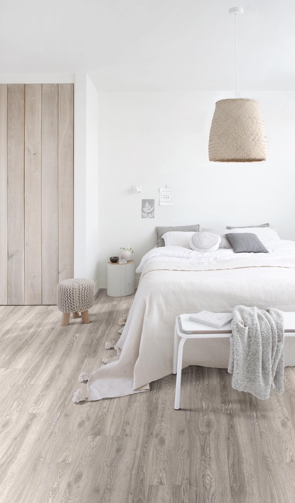 Romantische slaapkamer met houtlook designvloer van Moduleo #slaapkamer #inspiratie #romantisch #vloer #moduleo