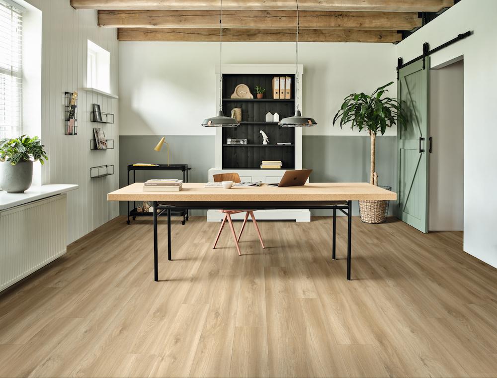 Home office. De perfecte vloer voor je thuiswerkplek van moduleo #moduleo #vloer #thuiswerken #homeoffice