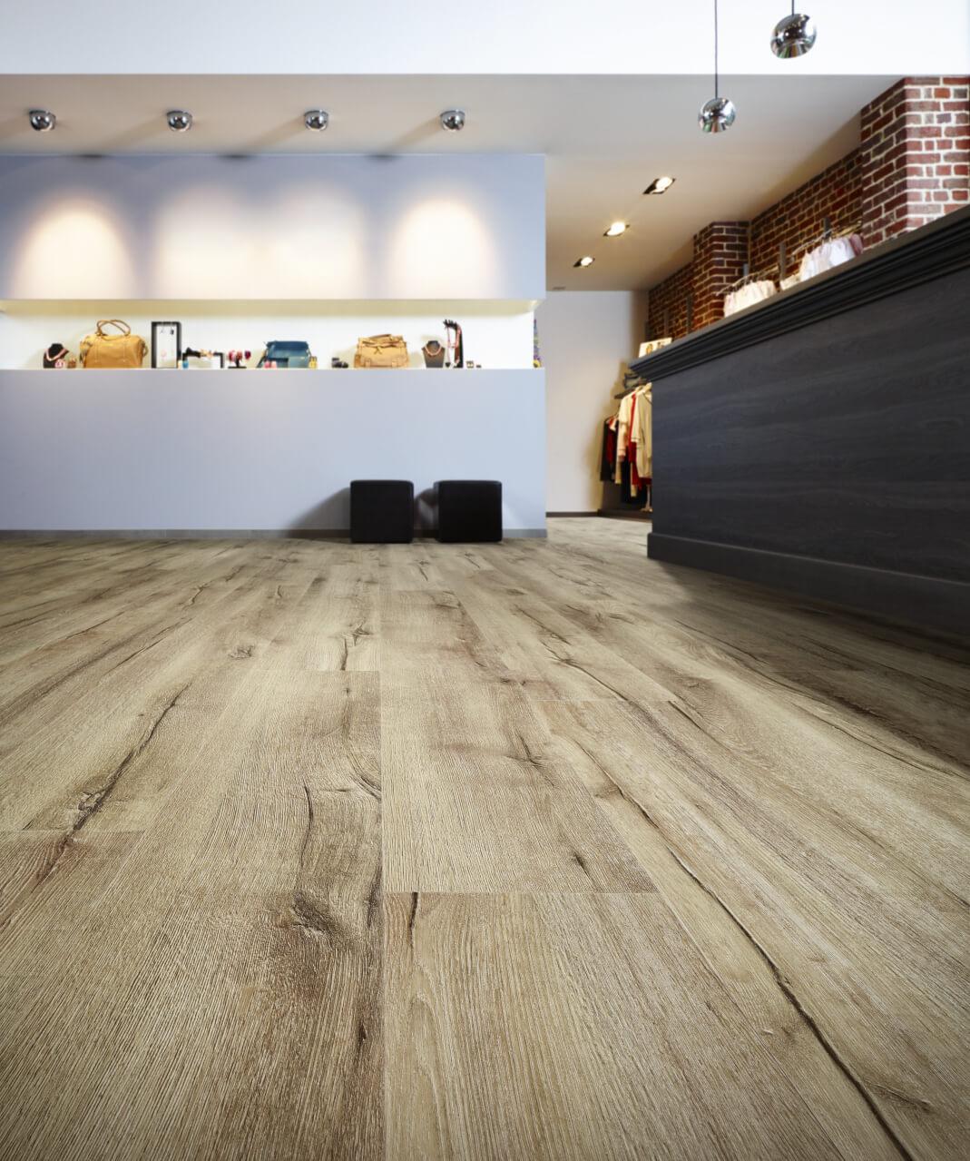Deze vloer heeft de looks van een houten vloer, maar is een PVC vloer uit de Impress Collectie van Moduleo, dus met alle gemakken van een pvc vloer! #moduleo #vloer
