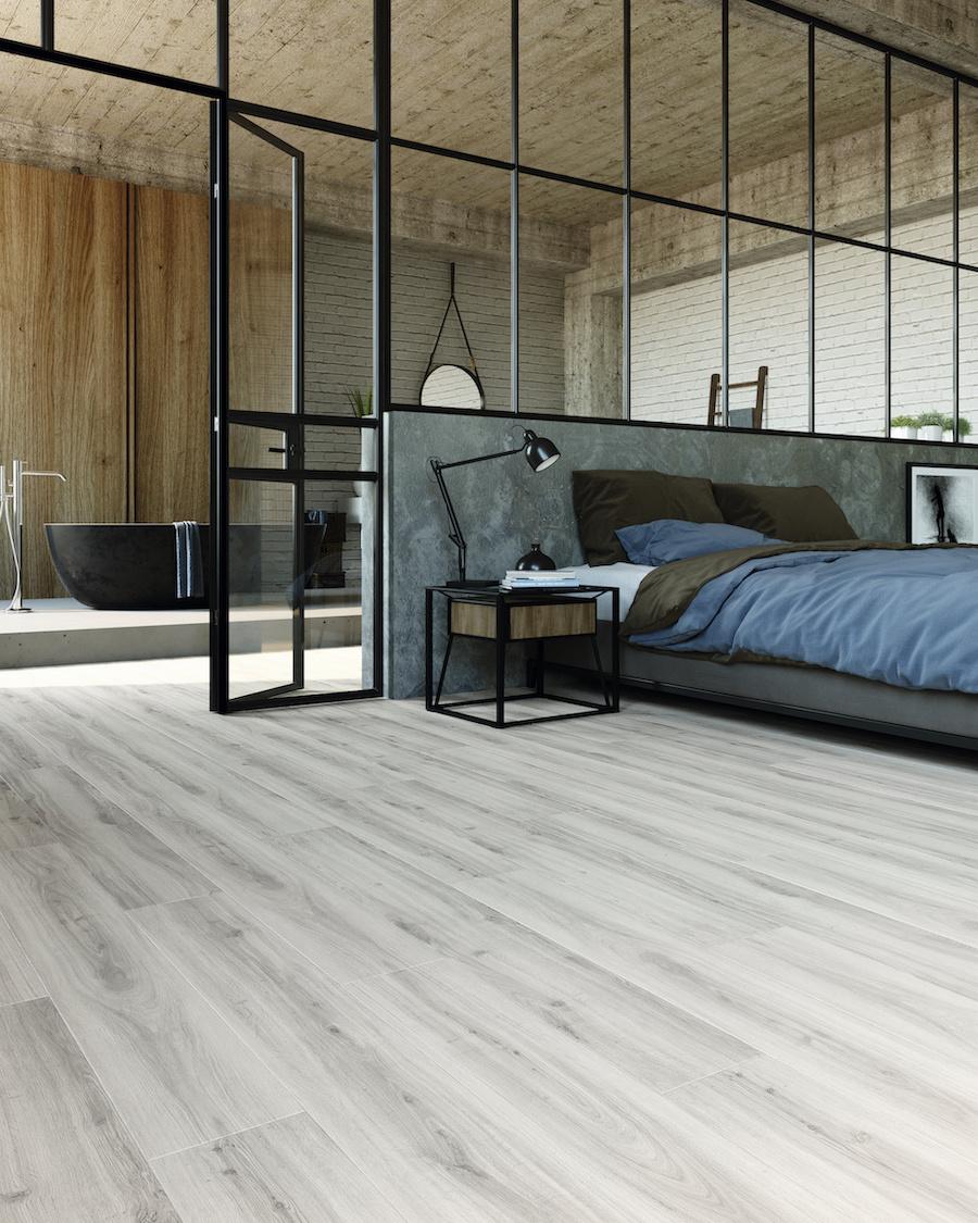 PVC vloer LayRed planken houtlook. Sterk en comfortabel: de perfecte vloer bij het bouwen of verbouwen van een huis. #pvcvloer #vloer #pvc #moduleo #interieur #verbouwen #slaapkamer #badkamer