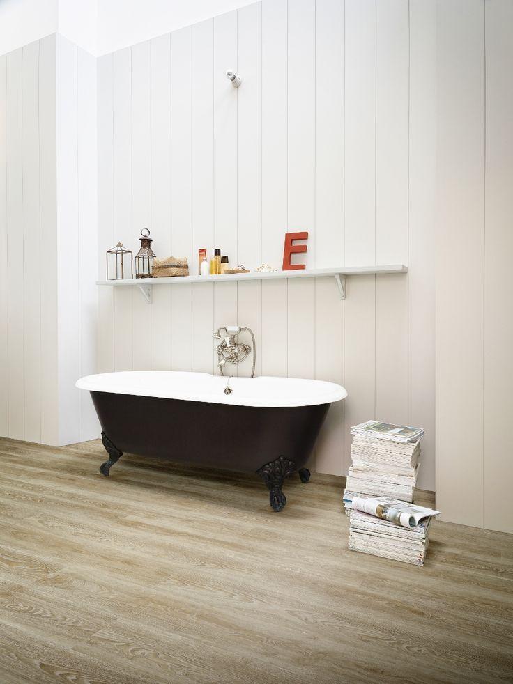 Onverwoestbare vinyl vloer met realistische houtlook in de badkamer - Moduleo Impress