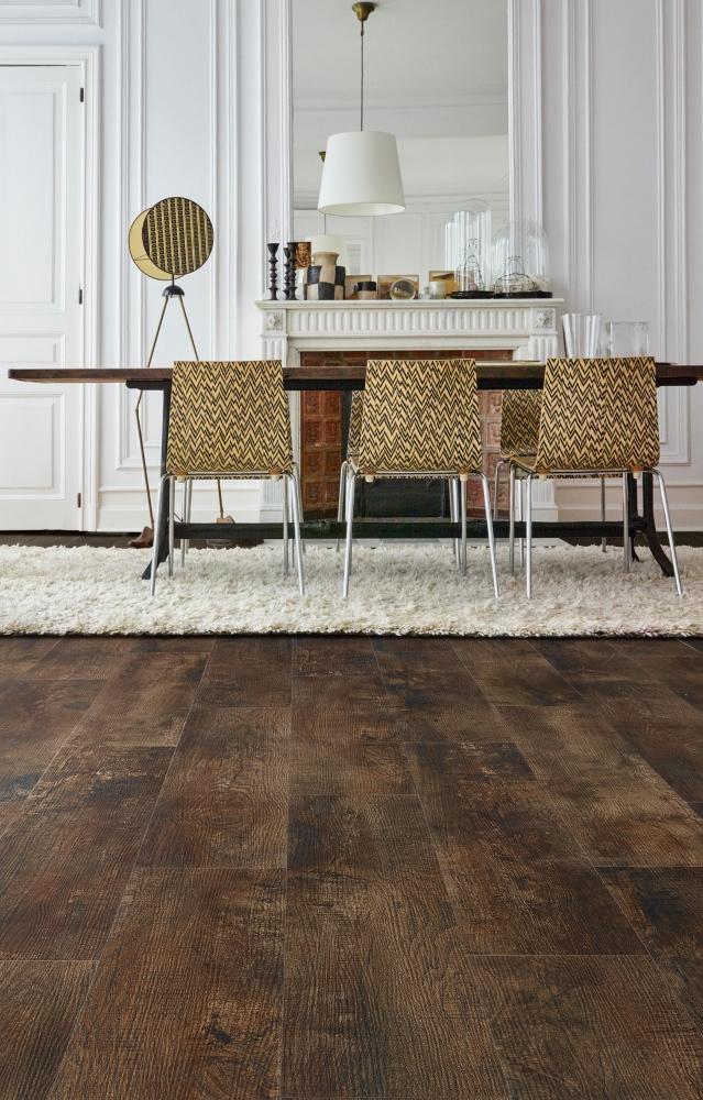 Interieur met houtlook vloer van vinyl. Via Moduleo