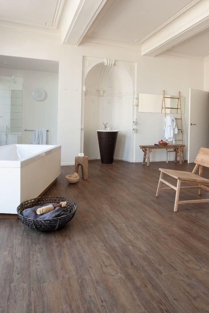 Badkamer met vinul vloer met houtlook. Geschikt voor vloerverwarming - Moduleo Transform