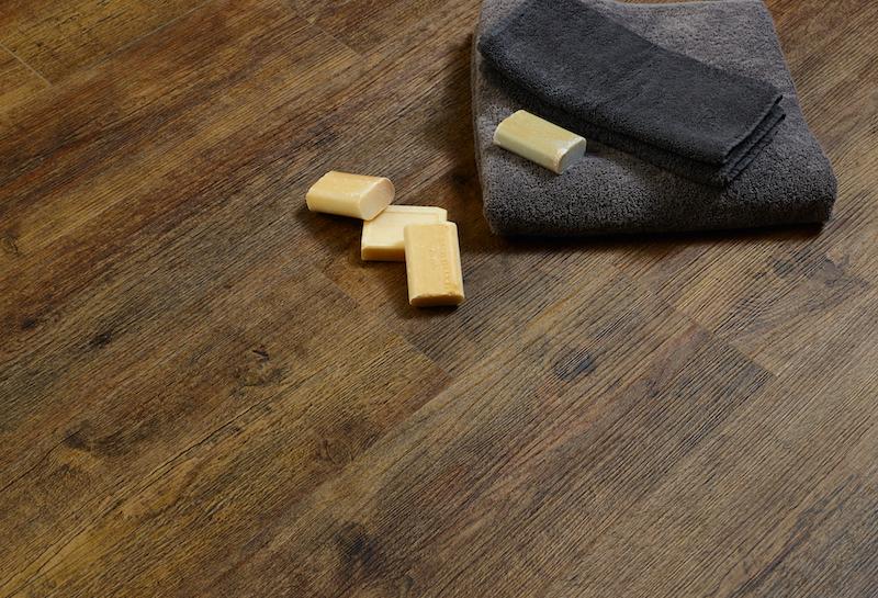 Nieuws pvc vloer met houtlook babyfoot