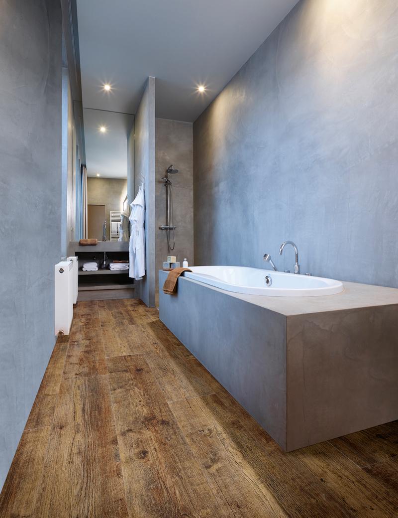 Bijzondere vloeren voor de badkamer: badkamervloer van PVC met houtlook - Moduleo Maritime Pine #vloer #badkamer #badkamerinspiratie #badkamervloer #moduleo