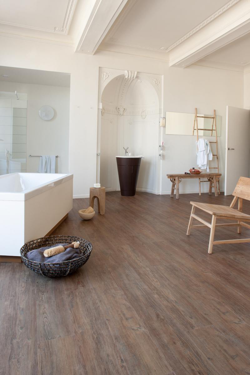Bijzondere vloeren voor de badkamer: badkamervloer van PVC met houtlook - Moduleo Latin Pine #vloer #badkamer #badkamerinspiratie #badkamervloer #moduleo