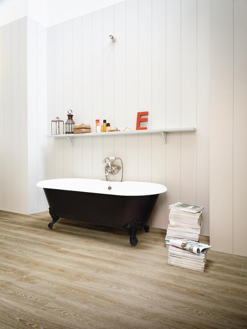 Vinylvloer voor de badkamer. Waterbestendig en onderhoudsvriendelijk #vinyl #badkamer #badkamervloer #moduleo