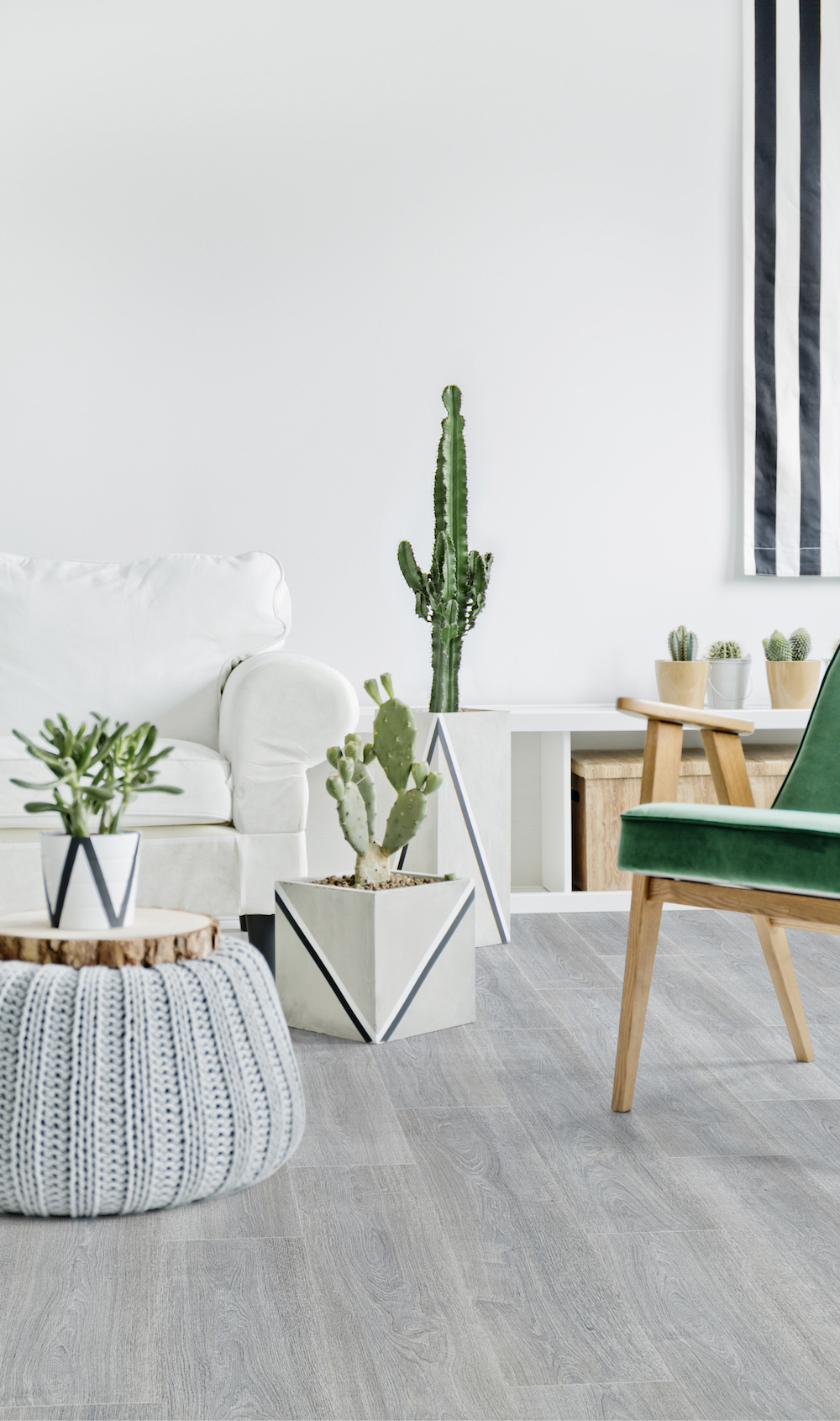 In de huidige interieurtrends zien we een voorliefde voor planten, cactussen en alles wat eigenlijk maar een tropische look heeft. De duurzame pvc vloeren van Moduleo zijn verkrijgbaar in allerlei look-a-likes van tropische houtsoorten. Natuurlijk met de voordelen en gebruiksgemak van een pvc vloer. Deze vloeren kunnen op elke plek in huis worden gelegd. #moduleo #pvc #interieur #vloer #cactus