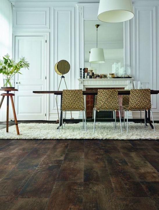 Interieur met luxe vinyl vloer met realistische houtlook. Moduleo Impress