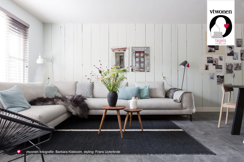 Interieur met vloertegels uit de vtwonen by Douglas & Jones collectie serie Hormigone #vtwonen #tegels #vloer #douglasjones #interieur #tegelvloer