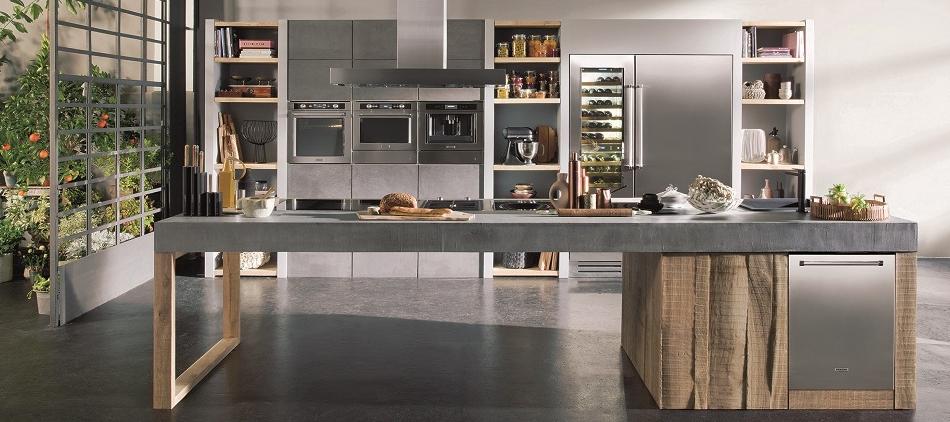 Keuken met kookeiland en moderne inbouwapparatuur van KitchenAid