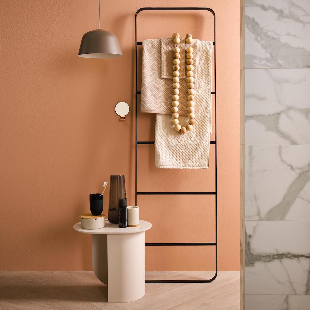 Badkamer kleur met ladder Brix van Sealskin #badkamer #kleur #ladder #inspiratie