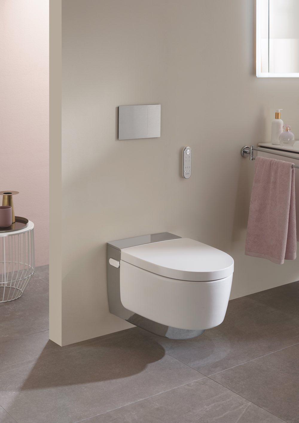 Kleur in de badkamer. Pasteltinten. Douche-wc Aquaclean Mera Geberit #badkamer #inpiratie #kleur