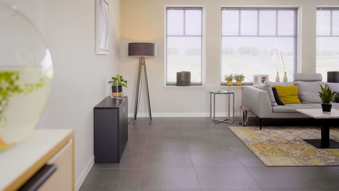 Homefit zit-/sta werkplek in een kastje. Werkplek in de woonkamer #homefit #werkplek #thuiswerken