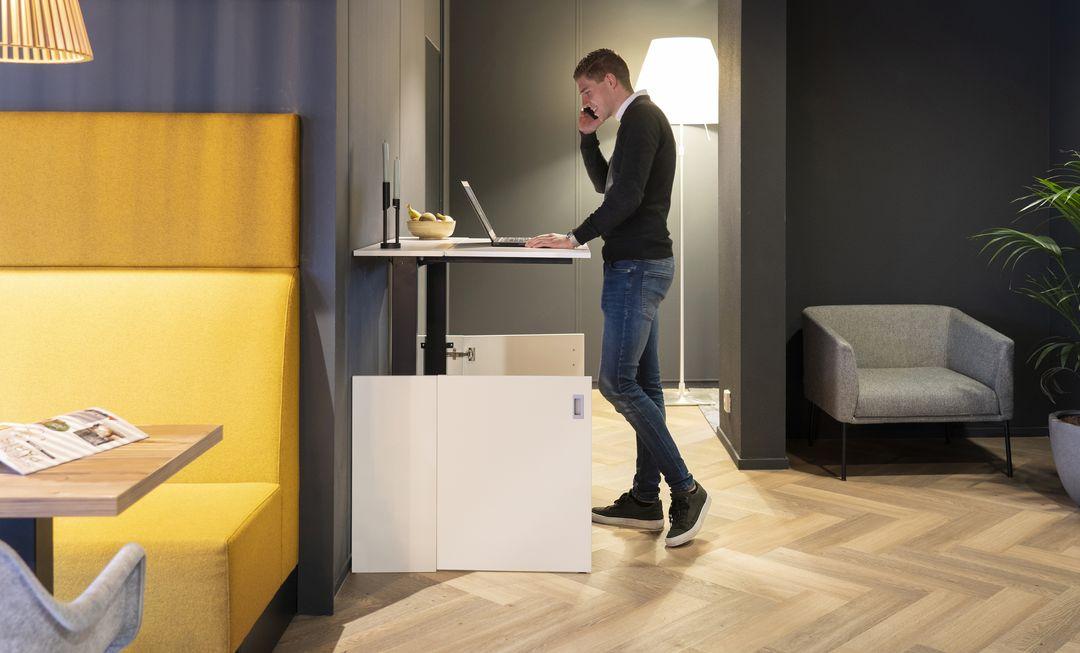 Homefit zit-/sta werkplek in een kastje. Thuiswerkplek thuis werken #homefit #werkplek #thuiswerke