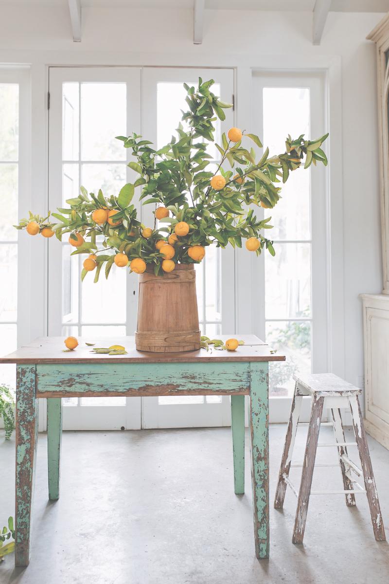 Een huis vol bloemen. Inspiratie. Boeket op tafel