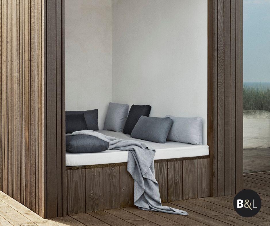 Weerbestendige buitenkussens van de Outdoor collectie van Blomus via Bath & Living #outdoor #tuin #tuininspiratie #ligbed #bathliving