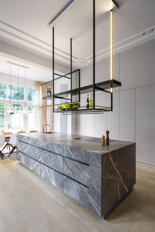 Villa Haarlem Wilhelminapark. Studio Ruim. Interieur Photo credit: © Daniel Nicolas #binnenkijken #villa #haarlem #architectuur #interieur #studioruim #himacs #keuken #kookeiland