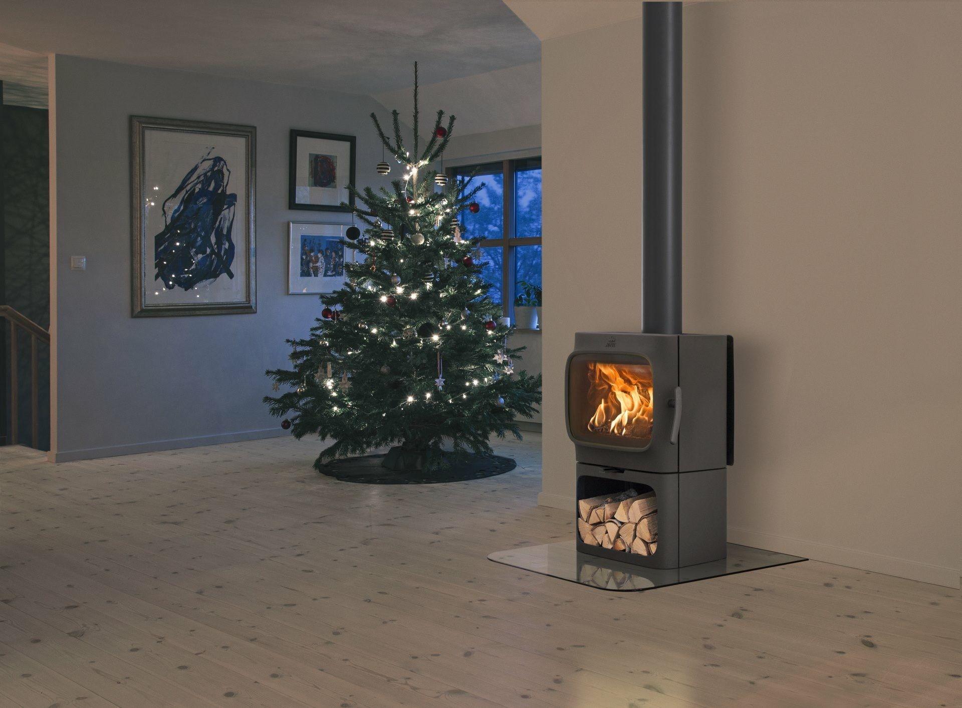 Jotul houtkachel kerst #kerstboom #interieur #houtkachel #kerst
