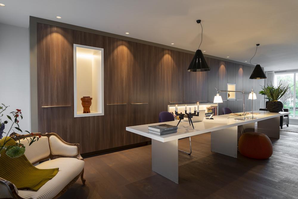Binnenkijken bij inspirerende interieurs gerealiseerd door bekende interieur designers, ontwerpers en Nederlandse architecten. Foto: Studio Kees Marcelis - Danyel Weideman #binnenkijken #archtiecten #interieur