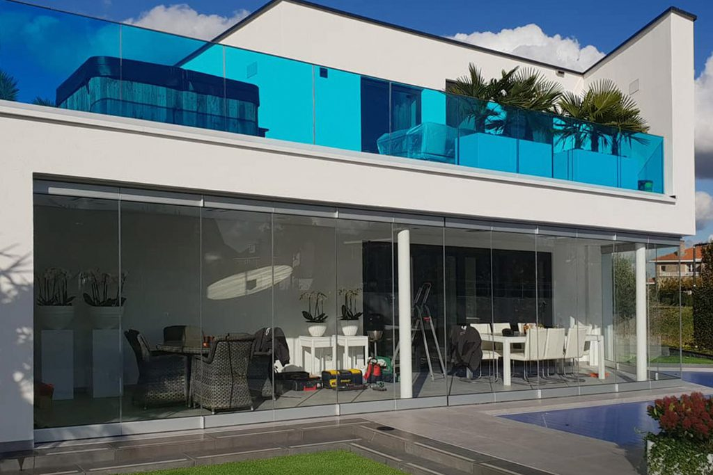 Glazen pui tuinkamer op maat gemaakt door Stylish Glass #glas #glazenpui #schuifdeuren #glasproject #uitbouw #verbouwen #stylishglass