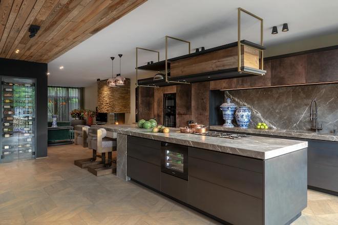 luxe familievilla keuken Osiris Hertman foto Laura Hage