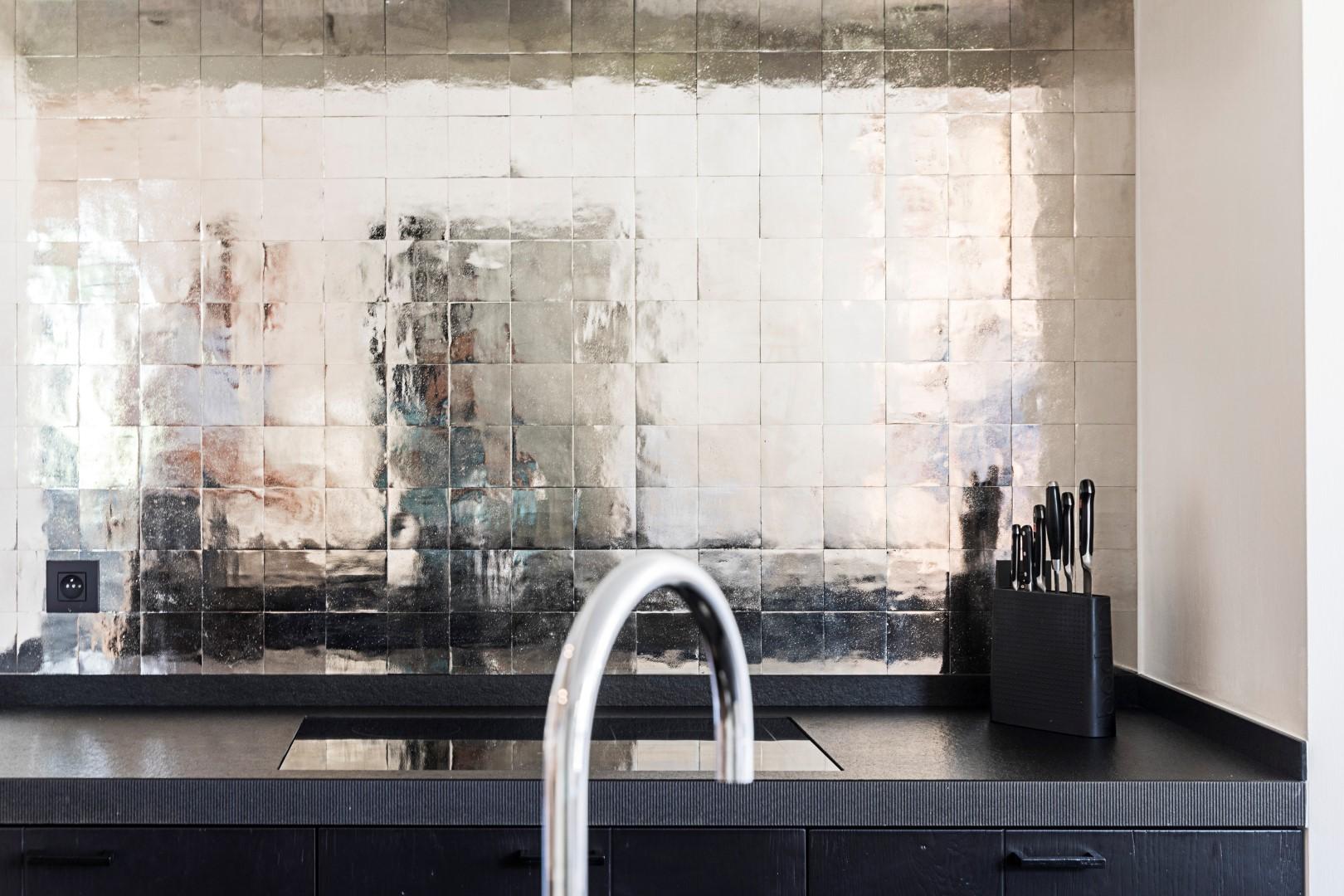 Keuken tegels metalen tegels via Dauby #tegels #keuken #keukeninspiratie