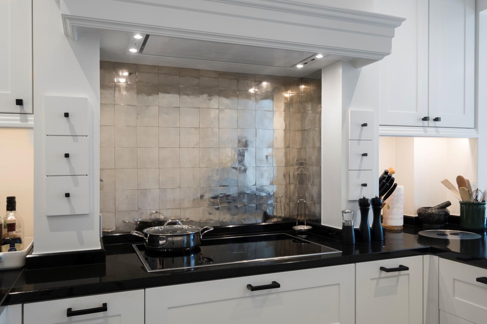 Keuken tegels bronzen tegels via Dauby #tegels #keuken #keukeninspiratie #brons