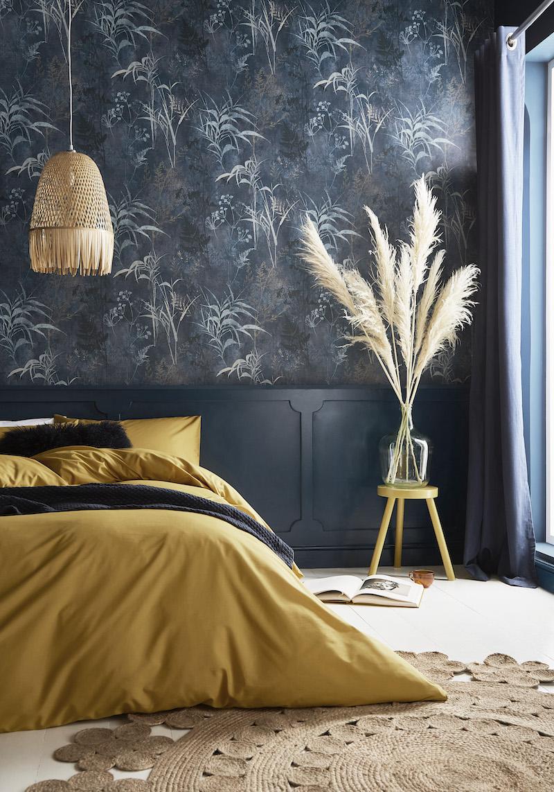 Interieurtrends: behang van het jaar 2022 Restore midnight van Graham & Brown #interieurtrends #interieur #behang  #trends #interieur2022 #slaapkamer #slaapkamerinspiratie