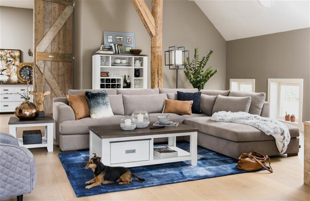 Interieur met meubels uit woonprogramma Velasco en woonaccessoires Coco Maison van Henders & Hazel. Vraag hier het gratis wonen inspiratieboek 2017 aan
