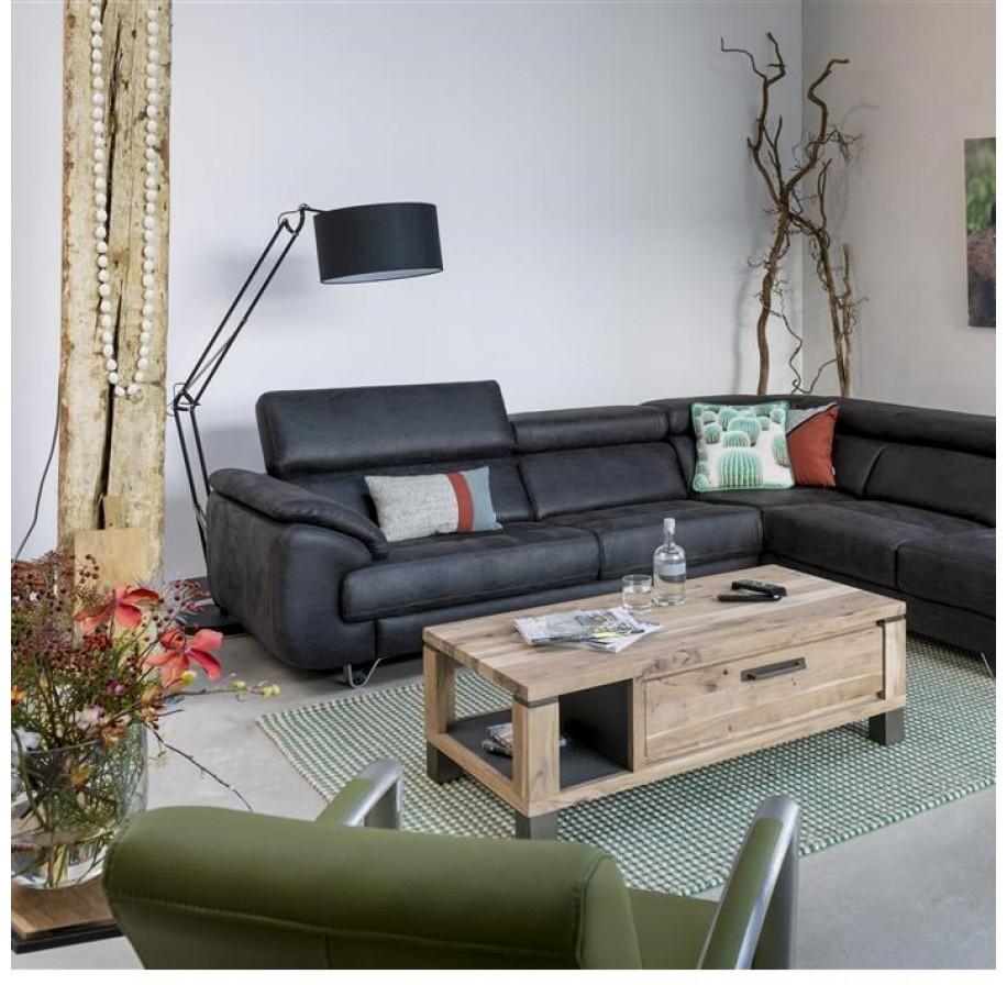 Meubelcollectie Falster van Henders & Hazel bestaat uit natuurlijke en authentieke meubels, die hun charme danken aan gerookt hout. Het hout is onbewerkt en ruw, waardoor de prachtige nerven van de boom zichtbaar zijn. De metalen accenten zorgen voor een vintage look. Vraag hier het gratis wonen inspiratie magazine 2017 aan