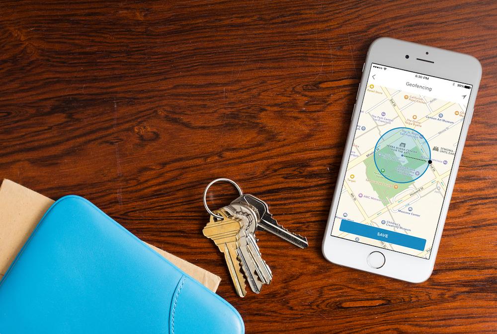 Wi-Fi beveiligingscamera C1 van Honeywell. Beveilig je huis met camera en blijf altijd op de hoogte via je smartphone of tablet #woning #inbraakbeveiliging #camera #smartphone #geofencing